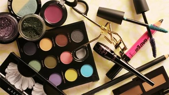 maquiagem-estojo-pincel-rimel-sombra